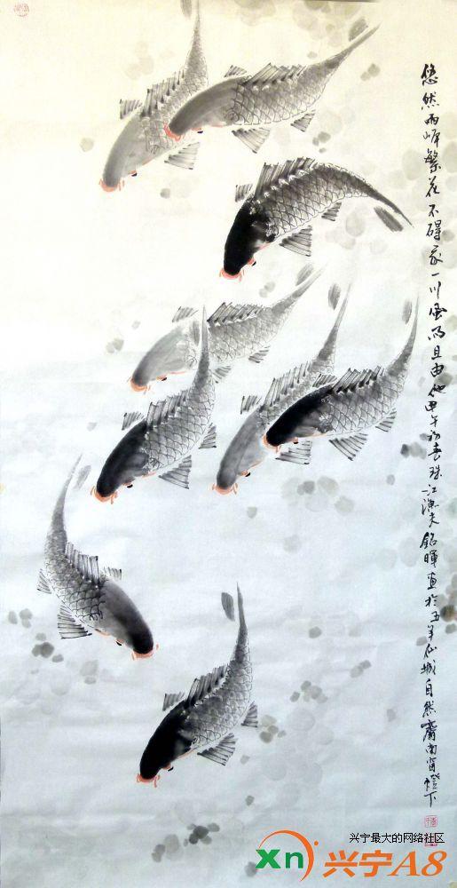 在岭南地区,有一种带有明显地域特色的画风:鲜艳的赋彩与岭南风物相结合,色彩明艳,雅俗共赏。观铭晖画作,这种感觉就更为强烈。应该说,李铭晖在师承及绘画题材、画风上都深受后岭南画派影响,同时也不乏自己的个性。他尤其钟情于画鱼,善于捕捉鱼的各类形态,且以不同的颜色赋予鱼以多种生态。他以其精确生动的笔致表现游鱼各种律动的美感,以富有节奏的笔触将游鱼鲜活的生命力淋漓尽致地呈现于宣纸上。这种趋于写实的描绘,再加上富于现代气息和思辨意味的意境,给人一种醇厚朴实之感。