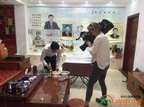 英国电视新闻ITN 采访拍摄元首画像(罗建辉广州工作室)画习主席画像。(英国电视台播放
